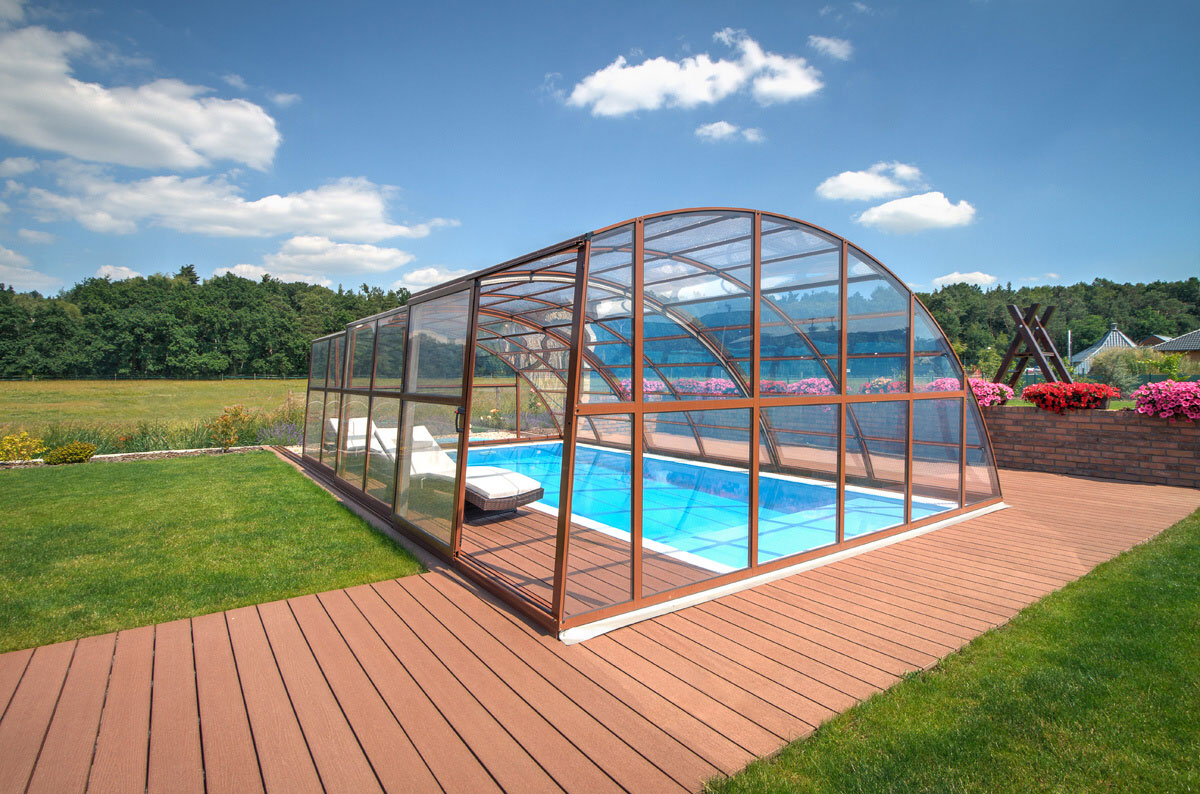 Pool with a roof in case you need to be winter-proof | ALBIXON